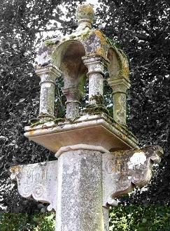 Stone signpost Ketteringham