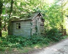 Hut at gate